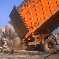 Lo scarico dei rifiuti in Lama San Giorgio