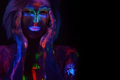 Body Painting fluo a Modugno con Alessandro Matassa