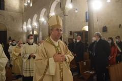 Il passaggio di consegne tra monsignor Cacucci e monsignor Satriano
