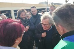 Crisi di Auchan, il sindaco Magrone tra i manifestanti a Modugno