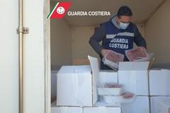 La Guardia Costiera sequestra mille chili di pesce, 240 in dono a Modugno