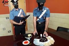 Nasconde 9 dosi di cocaina in un barattolo delle vitamine: arrestato 29enne