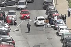 Tragedia sfiorata a Modugno, il vento piega un palo della luce