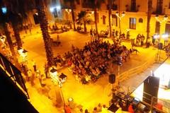 ...Scendi c'è il teatro di condominio. Ecco cos'è stato l'evento in piazza Romita Vescovo