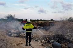 Modugno, bruciano rifiuti nella zona industriale