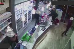 Rapina in tabaccheria e supermercato, arrestati quattro giovani di Modugno