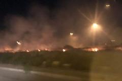 Modugno, incendio nei pressi del campo comunale: Vigili del fuoco sul posto