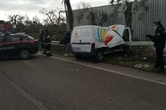 Furgone contro guardrail sulla Modugno-Carbonara, muore 25enne