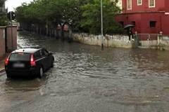 Giornata di pioggia a Modugno, strade e abitazioni allagate