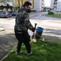 """Modugno, ripulisce le aiuole dai rifiuti:  """"Piccolo gesto per migliorare la città """""""