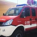 Modugno, incendio nel piazzale di una azienda: distrutti 12 furgoncini