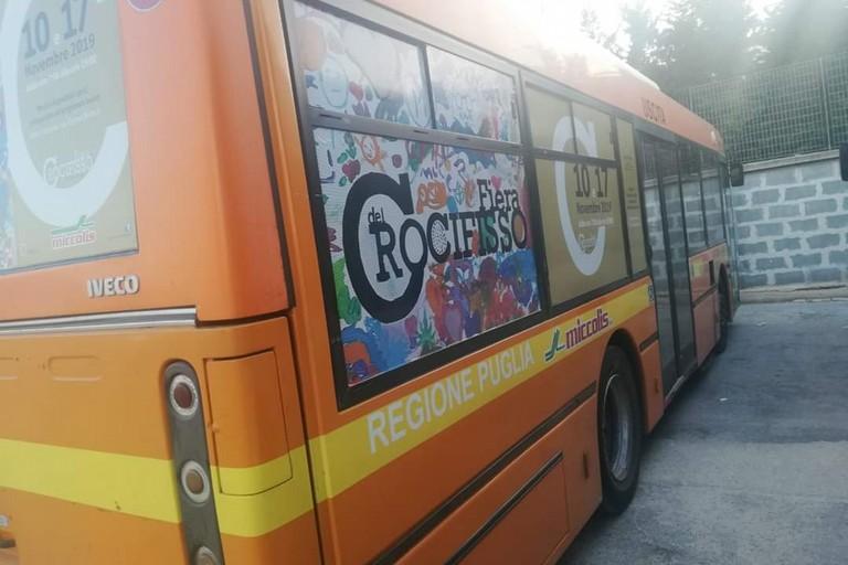 Gli autobus con gli adesivi per la Fiera