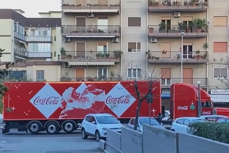 Il truck della Coca Cola a Modugno