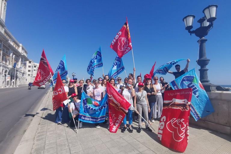 La manifestazione dei dipendenti ex Auchan a Bari