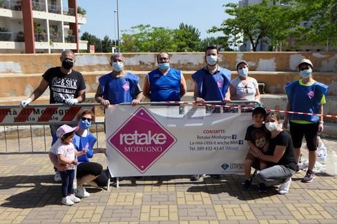 Modugno, volontari di Retake ridipingono il parco Martiri delle Foibe