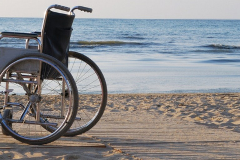 Spiagge accessibili per disabili grande