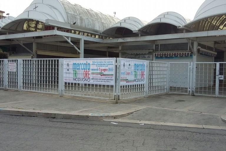 L'ingresso del mercato a Modugno
